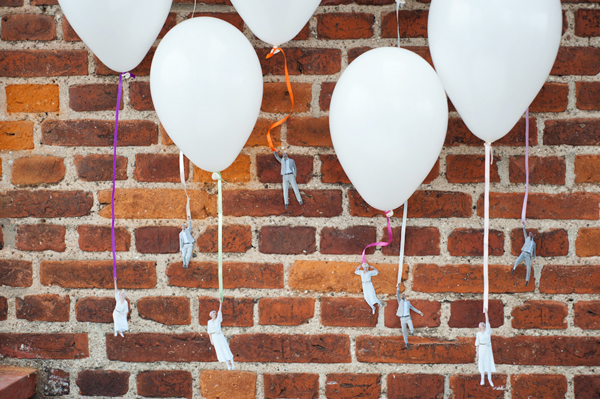 DIY: Flying wedding couple balloons 2