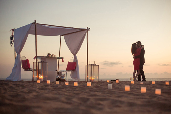 sunset engagement at the beach