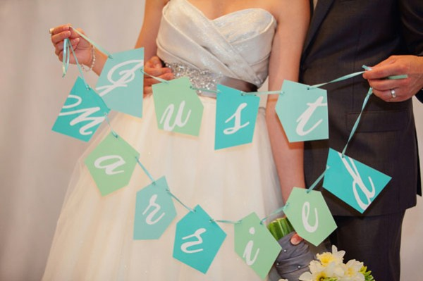 blue & green DIY just married sign