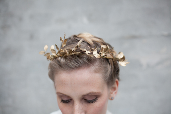 DIY: How to make a holiday leaf crown 14