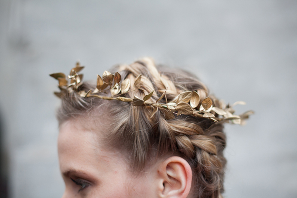 DIY: How to make a holiday leaf crown 17