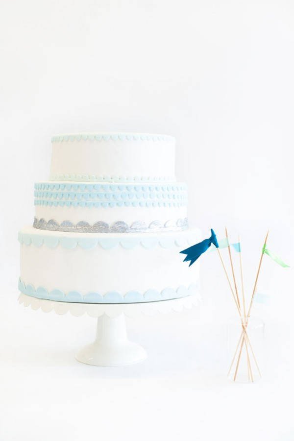 blue & silver scalloped cake