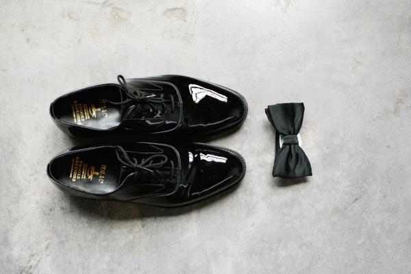 grooms shoes & tie