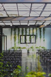 foliage backdrop for ceremony