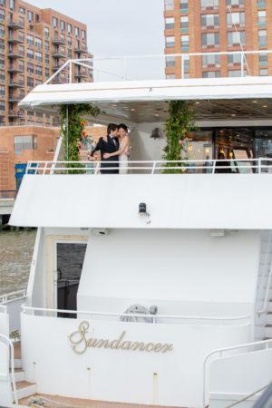 Modern Tropical NYC Yacht Wedding by Veronica Phogoraphy-28