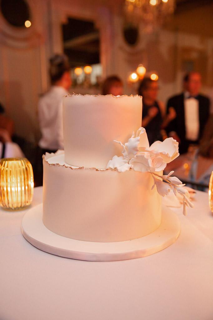 Elegant Modern White Wedding Cake